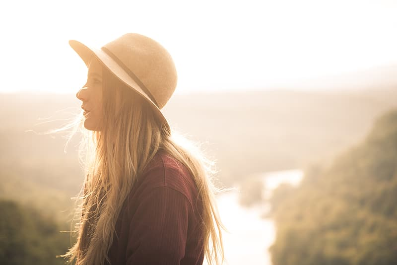 Woman in brown round hat