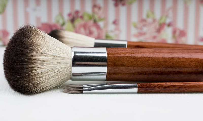 Close up photography of makeup brushes on table