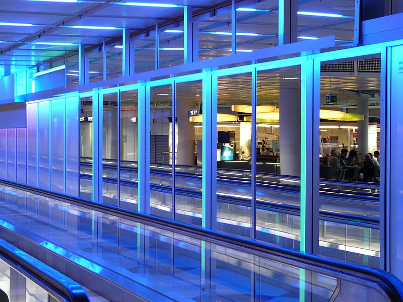 Lighted glass partition structure