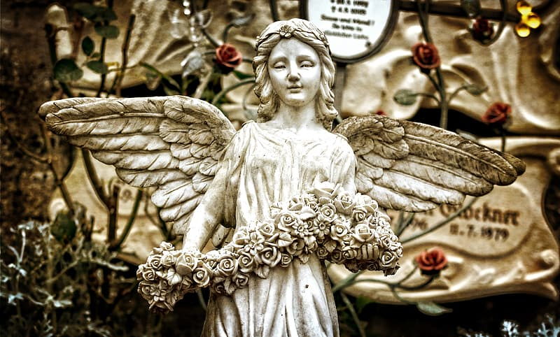 Selective focus photography of gray angel statue