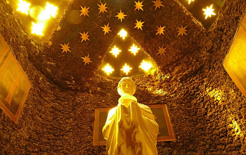 Gold buddha statue under gold and white star