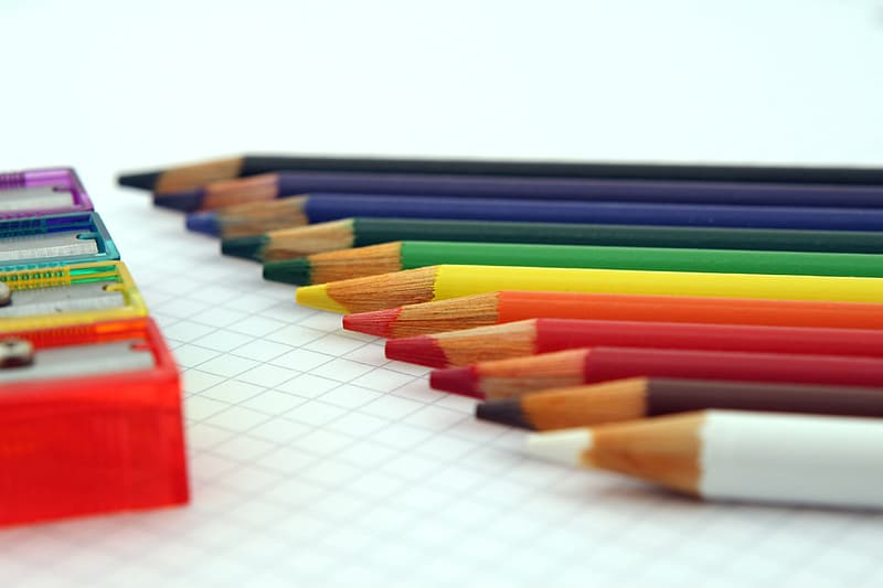 Closeup photography of color pencils