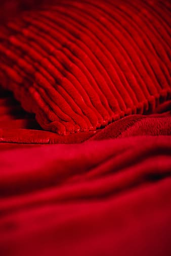 Details of romantic red bedding
