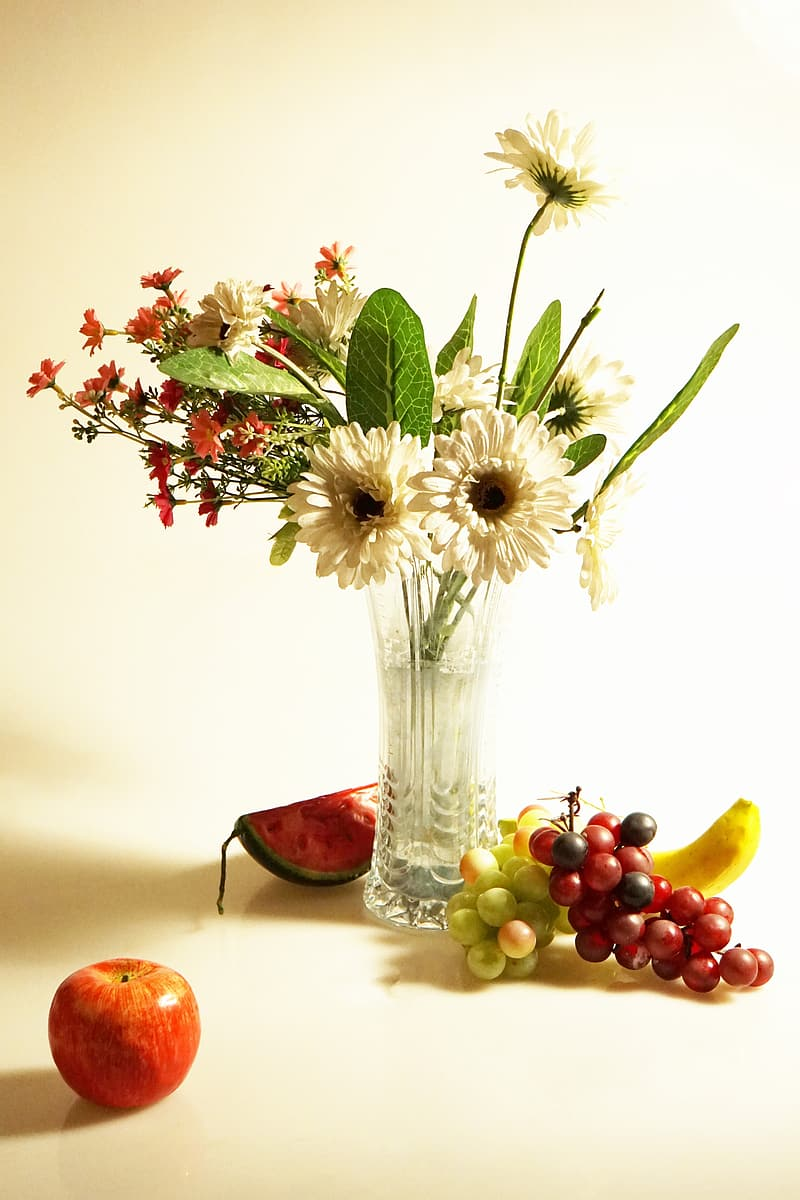 White Gerbera daisy flowers and red daisy flowers centerpiece
