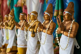 Shallow focus photo of wood carved figures