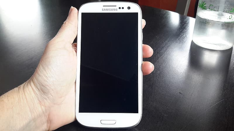 White samsung galaxys 3 mini