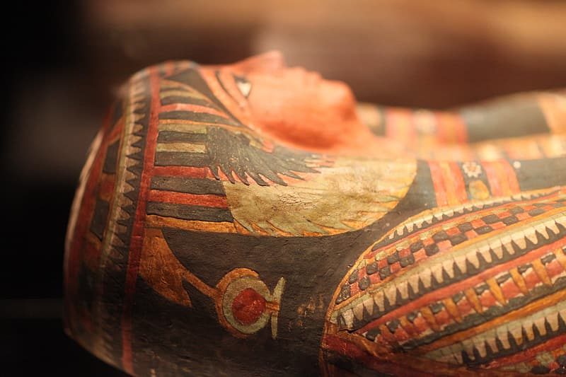 Close-up photo of egyptian figurine