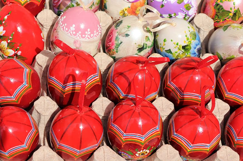 Red and blue egg decors
