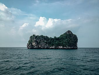 Island in the middle of the ocean