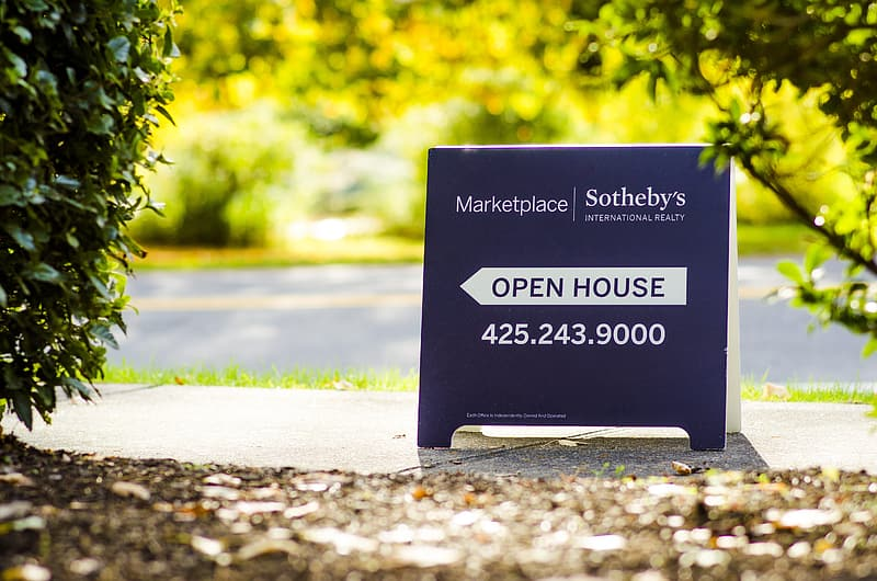 Shallow focus photo of Open House signage