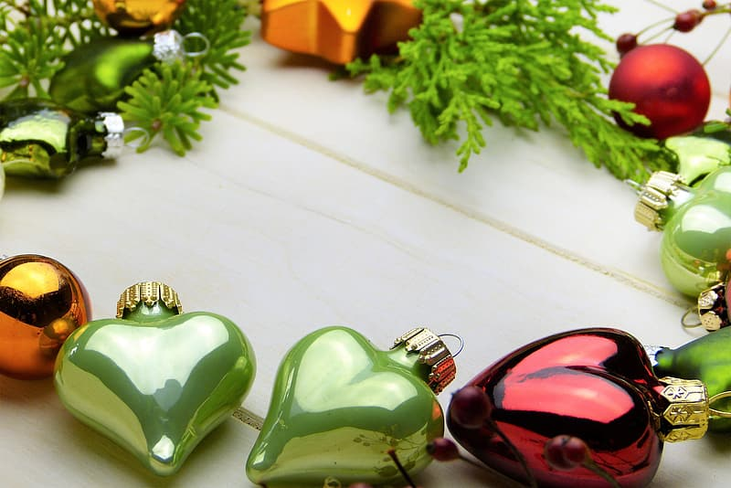 Green red hearts baubles