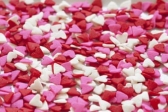 White and pink heart party favors