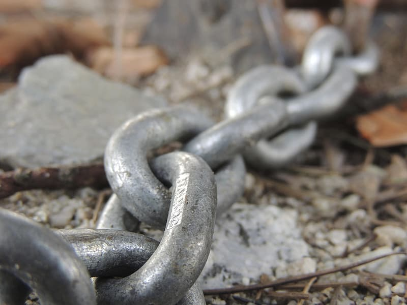 Close-up photography of gray metal chain