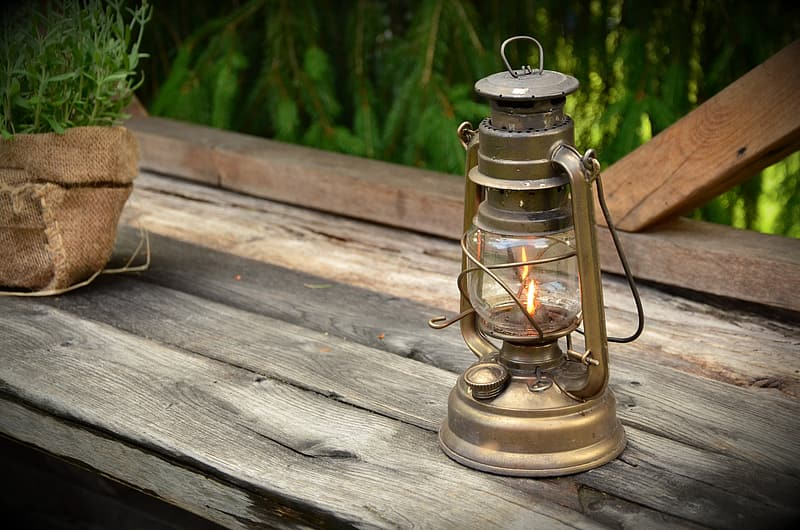 Gold kerosene lamp