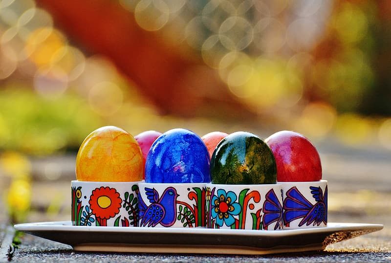 Bokeh photography of tray of Easter eggs
