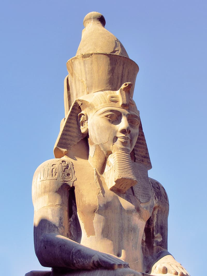 Closeup photography of pharaoh statue during daytime