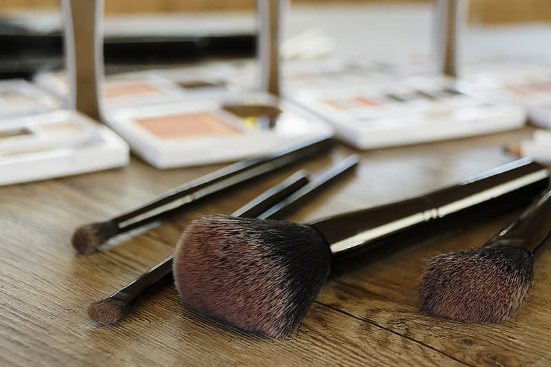 Selective focus photography of black makeup brush set of 4