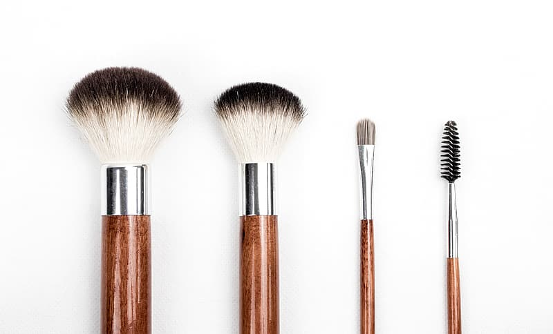 Four brown handle make-up brushes