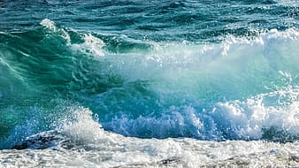 Photography of ocean wave during daytime