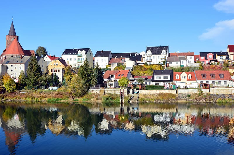 Houses near body of water during daytime