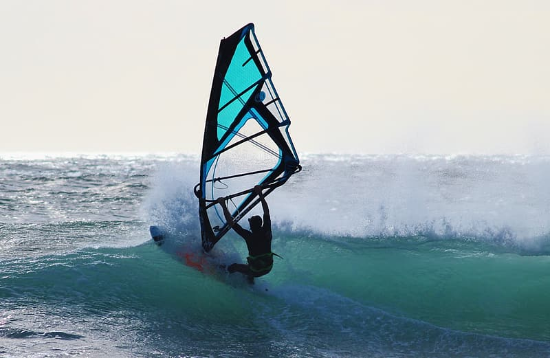 Person kite board at daytime