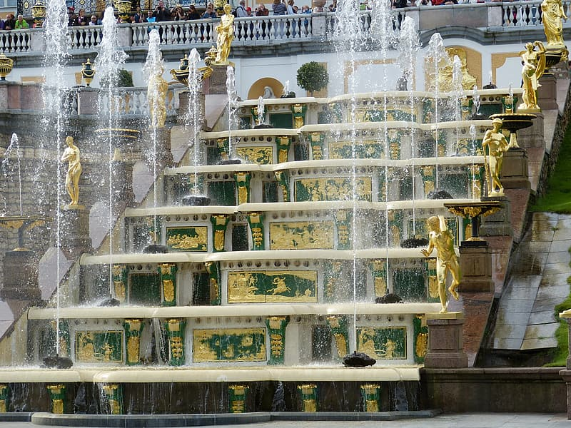 Water fountain with gold statues