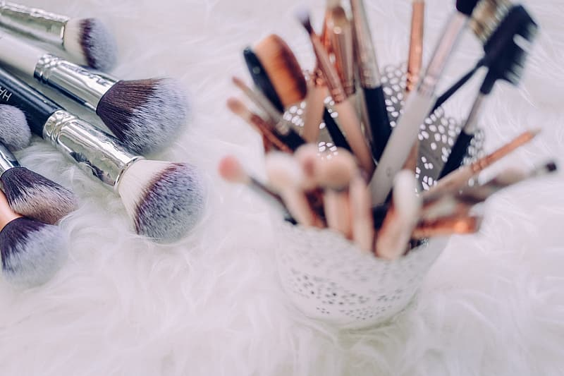 White and brown makeup brush set
