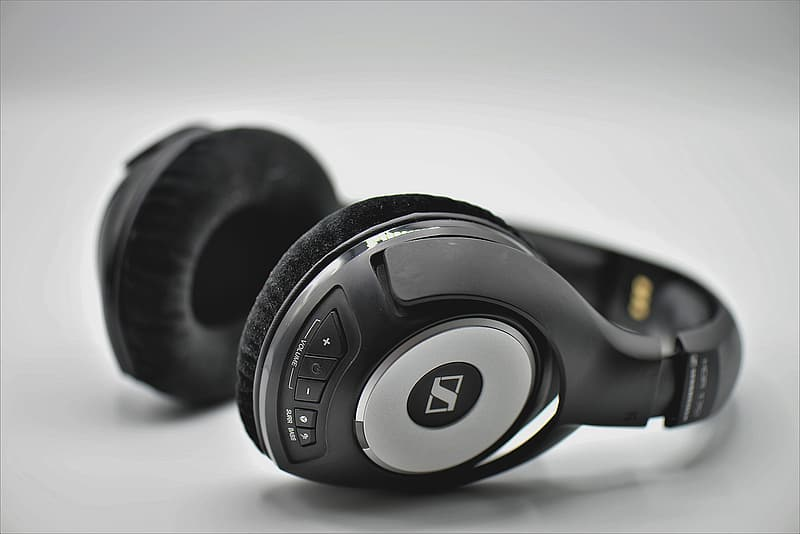 Black and silver beats by dr dre headphones