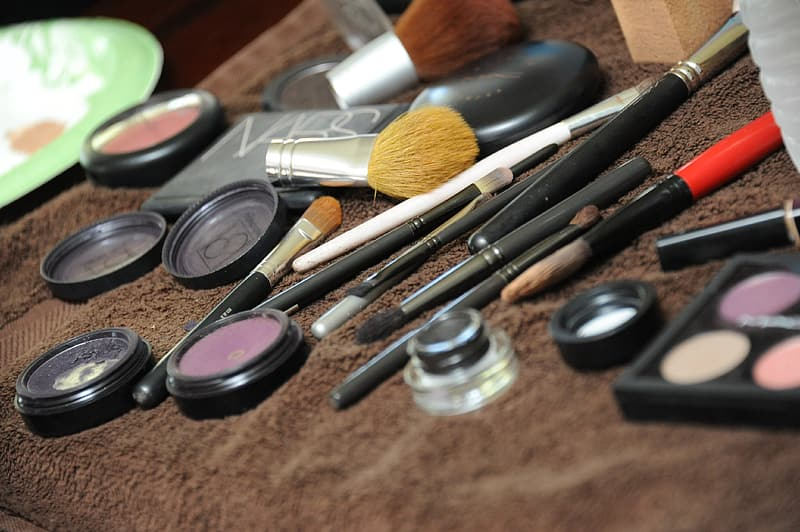 Makeup brushes and makeup brushes