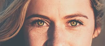 Persons eye with blue eyes