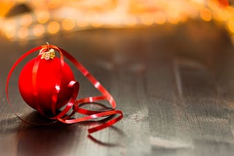 Red baubles in self-focus photography