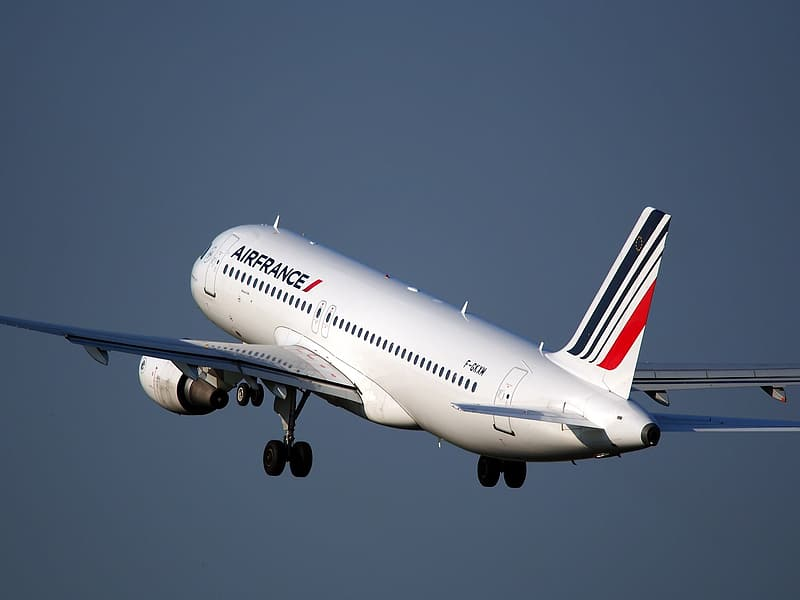 White Airfrance airplane flying during daytime