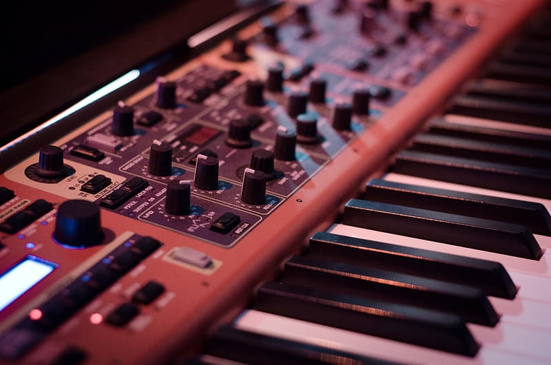 Brown and white electronic keyboard