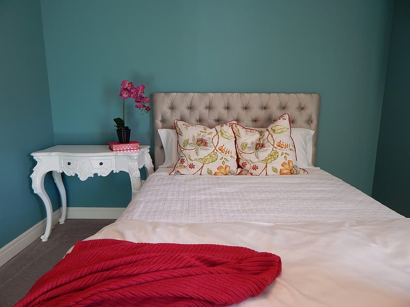 White and gray floral comforter set