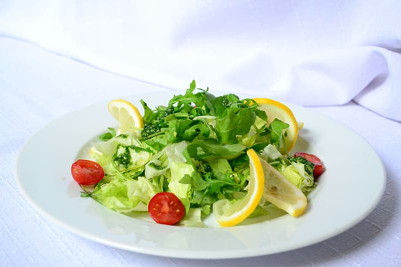 Green salad with lemon and cherry tomatoes