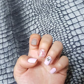 Pink and gray manicure