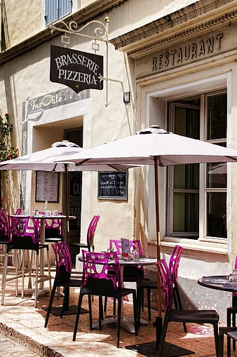 Brasserie Pizzeria restaurant with patio tables