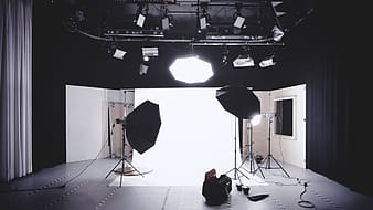 Photo displays studio in front with softboxes