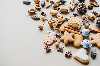 Cinnamon stick, pinecone and assorted biscuits