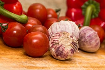 Selective focus photography of tomatoes and onions