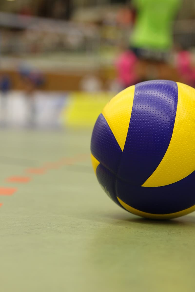 Selective focus photography og ]volleyball on field