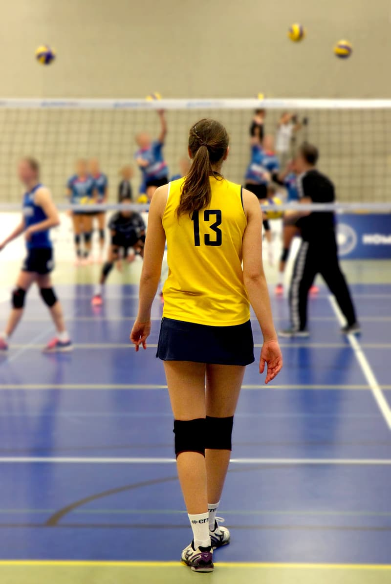 Volleyball player approaching on white net