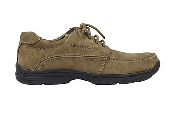 Unpaired Leather Class shoe