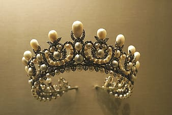 Silver-colored and white pearl tiara