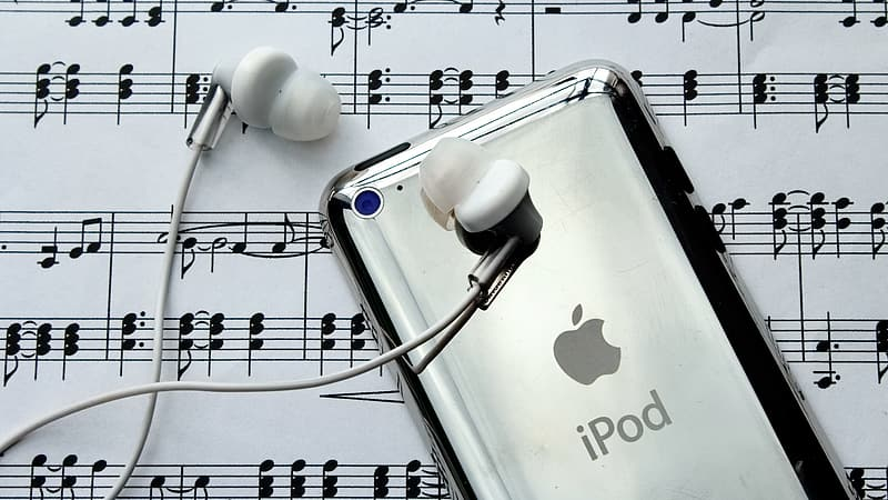 Silver iPod Touch and earbuds