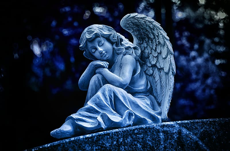 Angel statue in grayscale photography