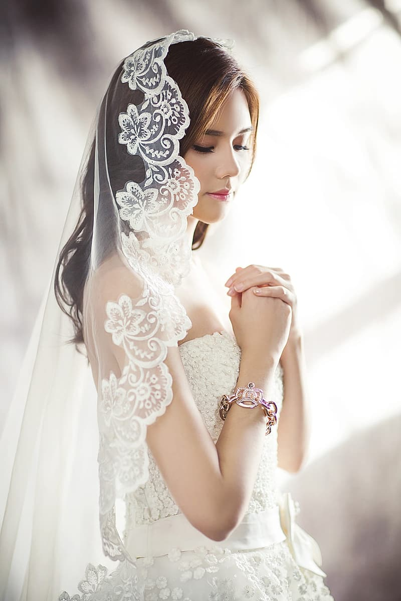 Tilt shift lens photography of woman wearing white wedding gown