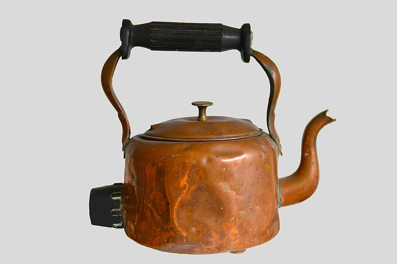 Antique brass-colored kettle