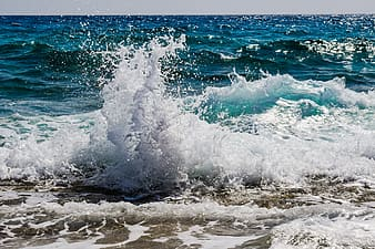 Photo of blue sea waves