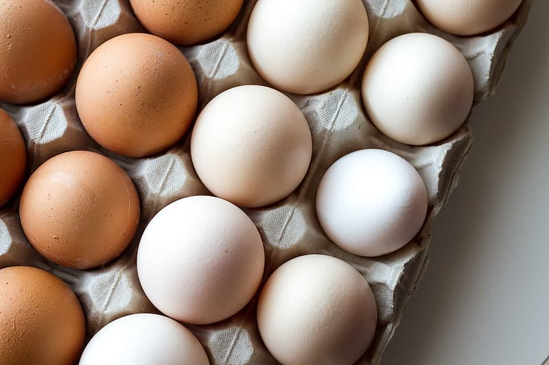 White and brown eggs on tray